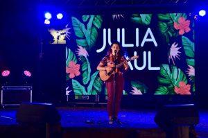 Concert de Julia Paul dans les jardins du CREIPAC